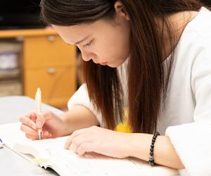 資格に絶対受かるための通信・通学の学習方法の選び方